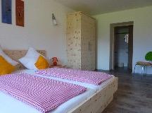 Ferienwohnung Traumblick Dolomiten - Schlafzimmer mit Toilette
